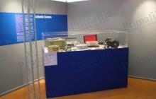 plexiglass expo espositori punti vendita allestimenti musei
